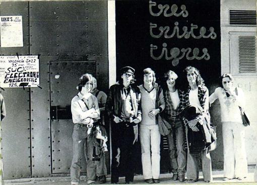SEE VALENCIA' 77  Pito, (detrás J. Moras), Jordi, Teixi, Ángel, Manolo (y un amigo)