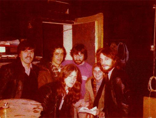 Adictonia en el local de ensayo. Pepe. Manolo, Pito, Nacho Herbera,una amiga, Ángel(1978)