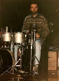 Xavier Batllés tocant la bateria